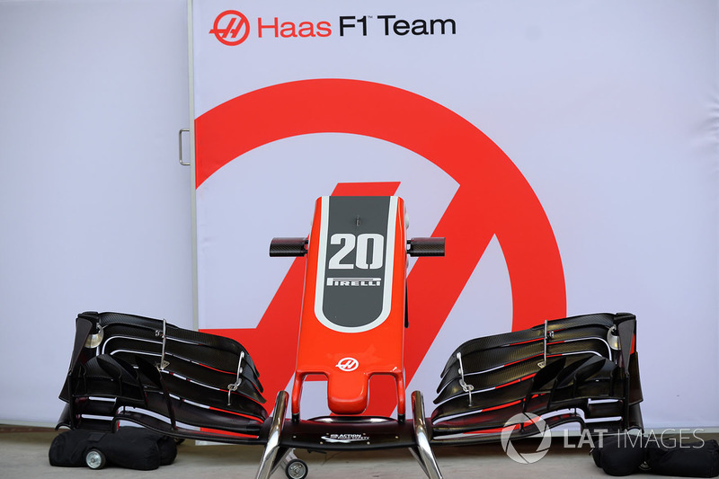 Hidung dan sayap depan Haas F1 VF-18
