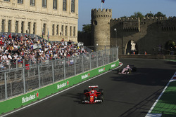 Sebastian Vettel, Ferrari SF70H, Sergio Perez, Sahara Force India F1 VJM10