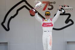 Race winner Nyck De Vries, Rapax