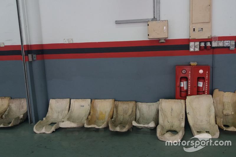 Sejumlah kursi untuk Mygale M14-F4