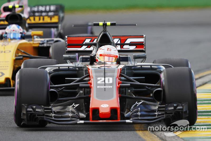 Kevin Magnussen, Haas F1 Team VF-17 y Jolyon Palmer, Renault Sport F1 Team RS17