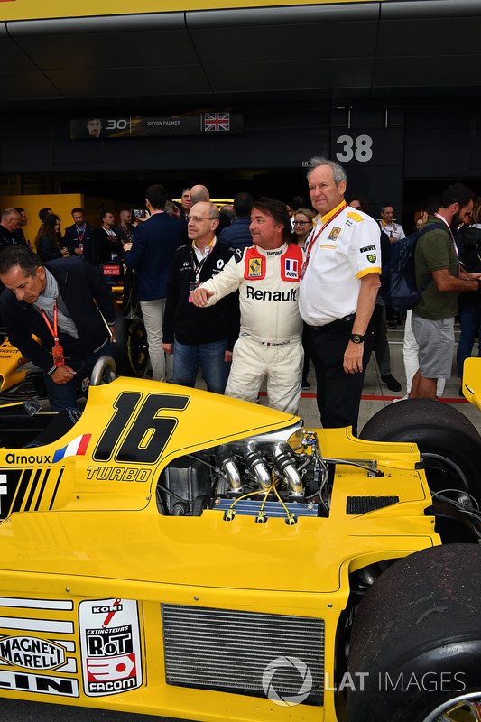 Jerome Stoll, Director of Renault Sport F1 and René Arnoux, Renault RS01
