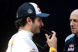 Carlos Sainz Jr., Scuderia Toro Rosso; Franz Tost, Scuderia Toro Rosso, Teamchef