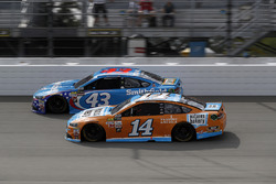 Aric Almirola, Richard Petty Motorsports Ford, Clint Bowyer, Stewart-Haas Racing Ford