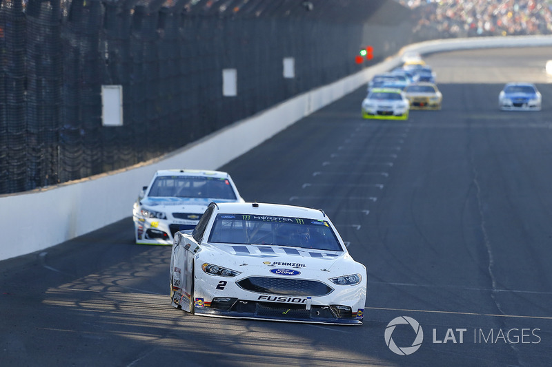 Brad Keselowski, Team Penske Ford, Michael McDowell, Leavine Family Racing Chevrolet