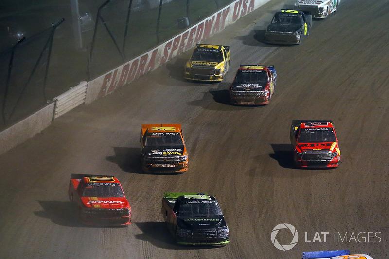 Austin Cindric, Brad Keselowski Racing Ford y Max Johnston, Young Motorsports Chevrolet