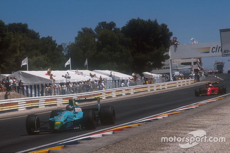Ivan Capelli, Leyton House CG901 Judd lidera a Alain Prost, Ferrari 641