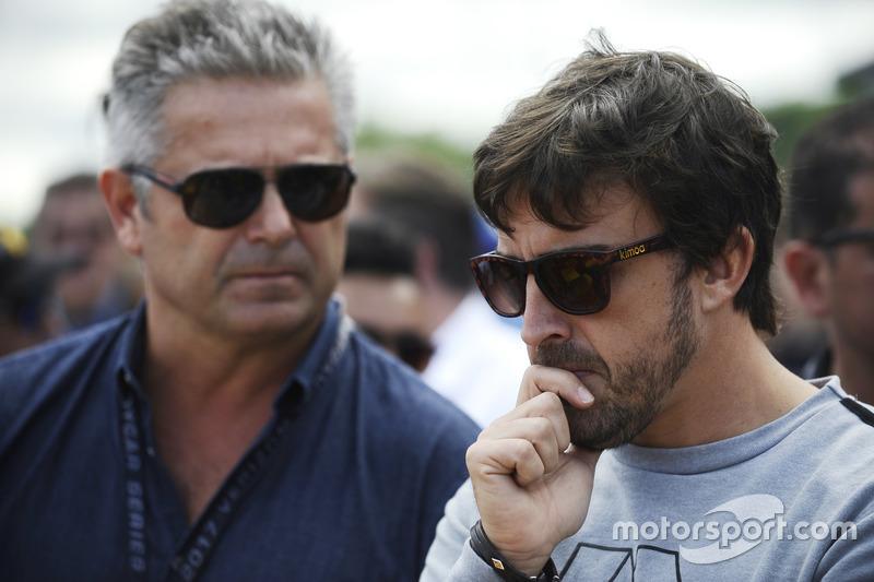 Gil de Ferran bersama Fernando Alonso di grid