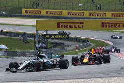 Valtteri Bottas, Mercedes-Benz F1 W08  and Daniel Ricciardo, Red Bull Racing RB13