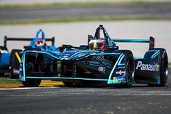 Mitch Evans, Panasonic Jaguar Racing devant Sebastien Buemi, Renault e.Dams