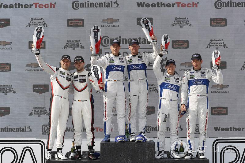Подіум у класі GTLM: переможці Дірк Мюллер, Джоі Хенд, Chip Ganassi Racing Ford, на другому місці Дж