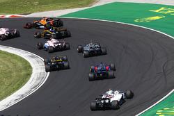 Nico Hulkenberg, Renault Sport F1 Team RS17, Daniil Kvyat, Scuderia Toro Rosso STR12, Lance Stroll, Williams FW40