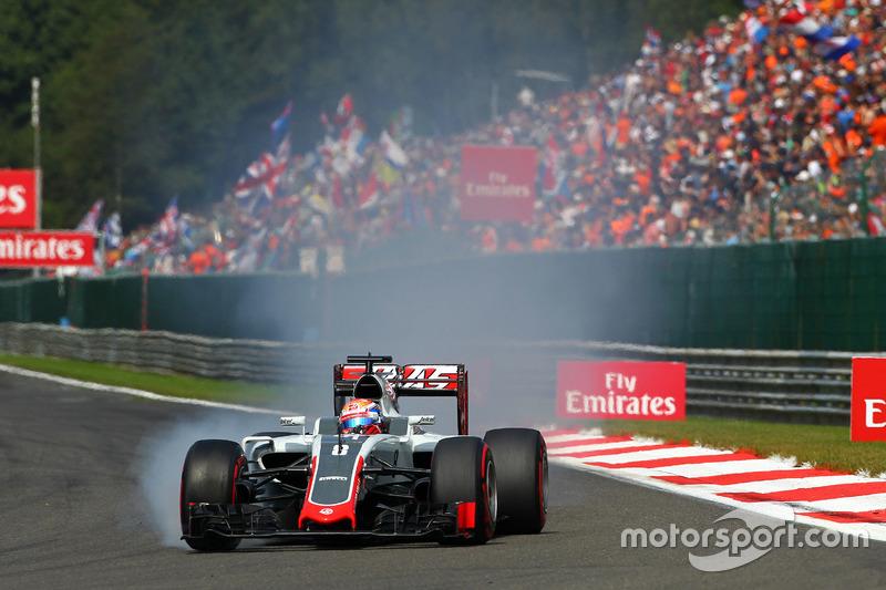 Romain Grosjean, Haas F1 Team VF-16 locks up under braking