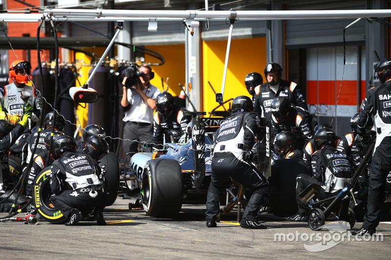 Nico Hulkenberg, Sahara Force India F1 VJM09 makes a pit stop