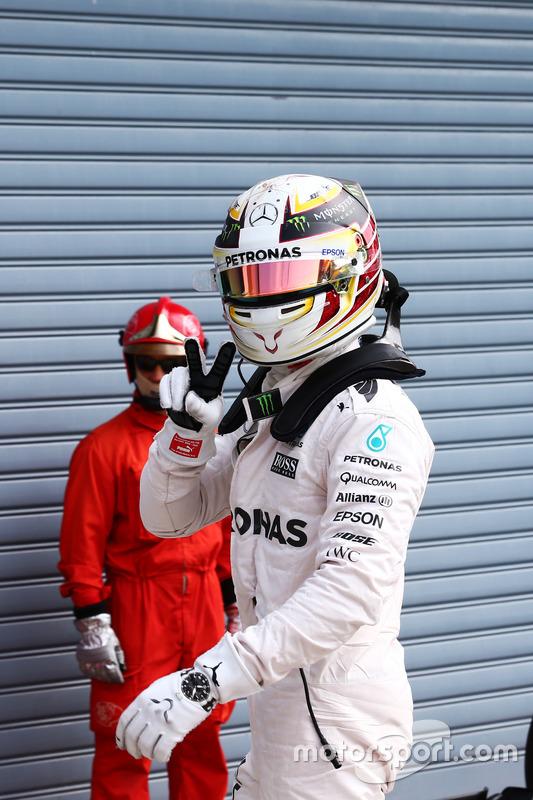 Mercedes AMG F1 Lewis Hamilton celebra su pole position en parc ferme