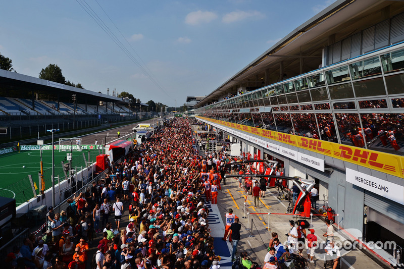 Fans in the pits