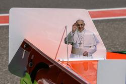 Папа Римський Франциск намальовані на машині Йонатана Сатеяно, Castellano Power Team Dodge