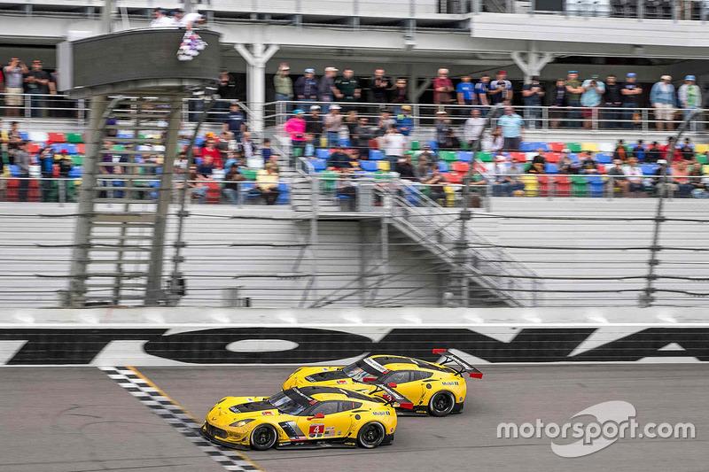 4. Beinahe ein Fotofinisch der beiden Corvette C7 in Daytona.