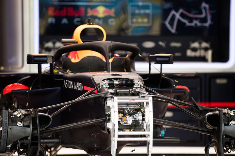 Vue détaillée des suspensions avant d'une Red Bull Racing RB14