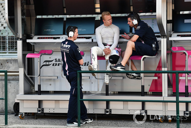 Nikita Mazepin, Force India F1, sur le muret des stands