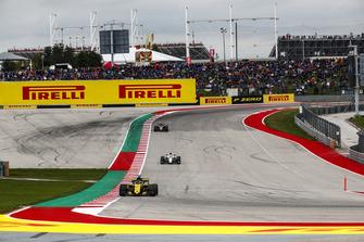 Nico Hulkenberg, Renault Sport F1 Team R.S. 18, Charles Leclerc, Sauber C37, y Kevin Magnussen, Haas F1 Team VF-18