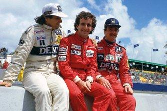 Nelson Piquet, Williams Honda, Alain Prost, McLaren TAG Porsche, Nigel Mansell, Williams Honda, on the pit wall.