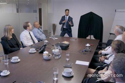 Ricciardo come impiegato del Mese all'INFINITI