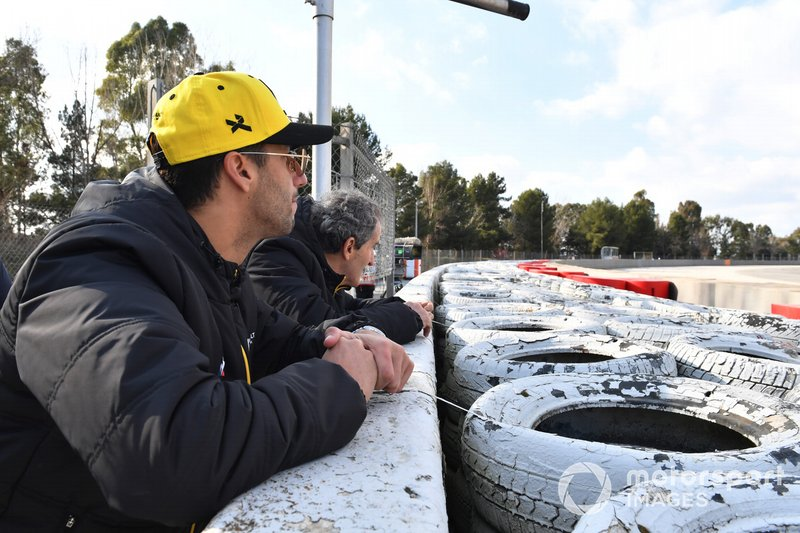 Daniel Ricciardo, Renault F1 Team and Alain Prost, Renault F1 Team Special Advisor watch the Action from trackside