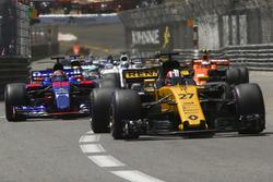 Nico Hulkenberg, Renault Sport F1 Team RS17, Daniil Kvyat, Scuderia Toro Rosso STR12