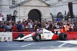 Stoffel Vandoorne, McLaren, en el1991 McLaren MP4/6 de Ayrton Senna