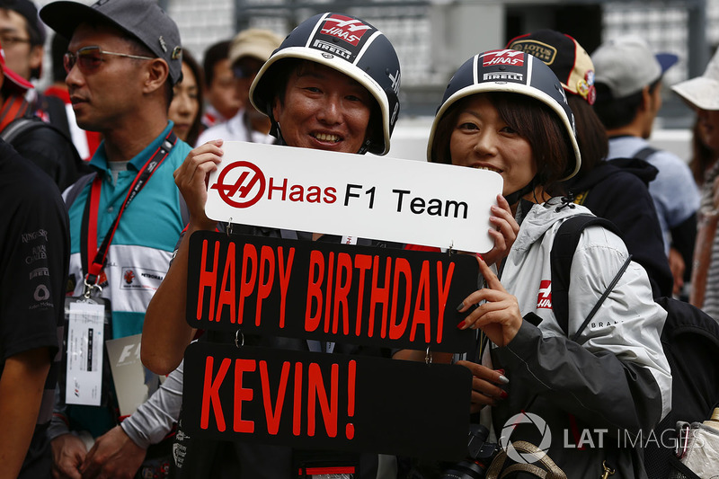Fans with a birthday message for Kevin Magnussen, Haas F1 Team