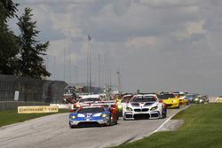 GTLM start: #66 Chip Ganassi Racing Ford GT: Dirk Müller, Joey Hand leads