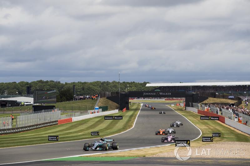Валттері Боттас, Mercedes AMG F1 W08, Серхіо Перес, Sahara Force India F1 VJM10, Стоффель Вандорн, McLaren MCL32