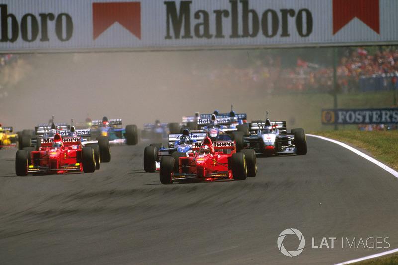 Tudo seria diferente na Hungria. No palco de sua primeira vitória na F1, Hill largou em terceiro e pulou imediatamente para segundo.