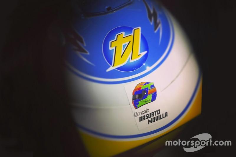 Homenaje de Fernando Alonso a Gonzalo Basurto, niño fallecido en un accidente de karting. GP de Rusia 2017.