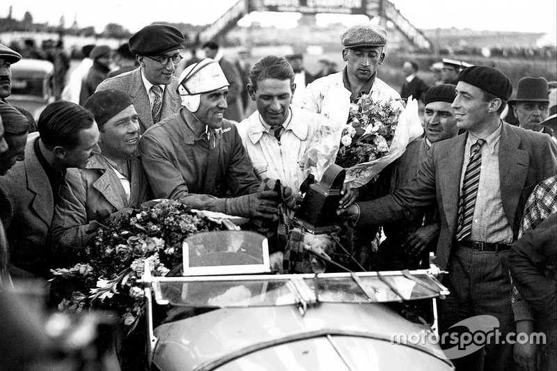 1933 год. Победители Тацио Нуволари и Раймон Соммер, Alfa Romeo 8C