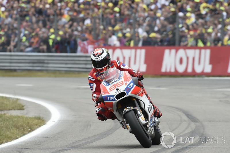 Хорхе Лоренсо, Ducati Team, отправляется на замену шин