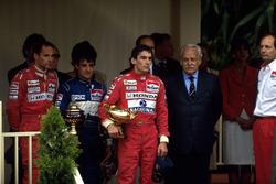 Podium: ganador, Ayrton Senna, McLaren, segundo, Jean Alesi, Tyrrell, tercero, Gerhard Berger, McLaren, Ron Dennis, Mclaren
