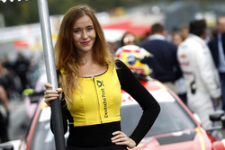 Grid girl de Augusto Farfus, BMW Team RMG, BMW M4 DTM