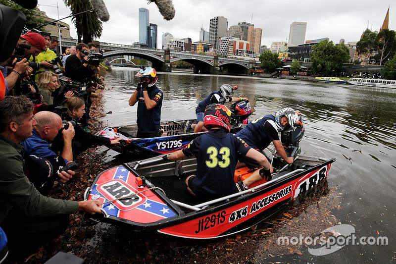 Bootsrennen auf dem Yarra River: Daniel Ricciardo, Red Bull Racing; Max Verstappen, Red Bull Racing