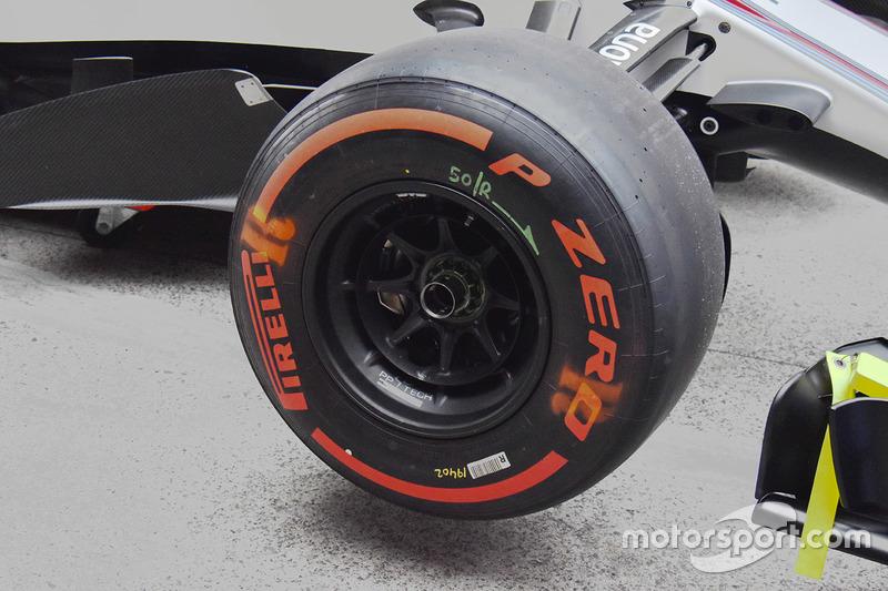 威廉姆斯FW40前轮细节图