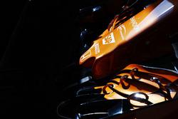 Переднє антикрило та носова частина McLaren MCL32