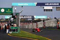 Sebastian Vettel, Ferrari SF70H, celebra después de ganar la carrera