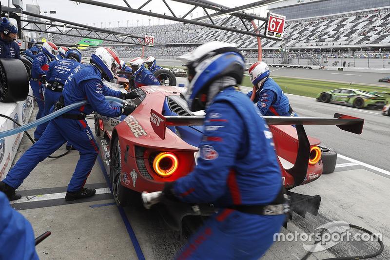 #67 Ford Performance Chip Ganassi Racing Ford GT: Ryan Briscoe, Richard Westbrook, Scott Dixon, pit