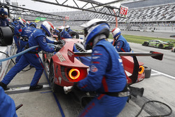 #67 Ford Performance Chip Ganassi Racing Ford GT: Райан Бріско, Річард Вестбрук, Скотт Діксон, на піт-лейн