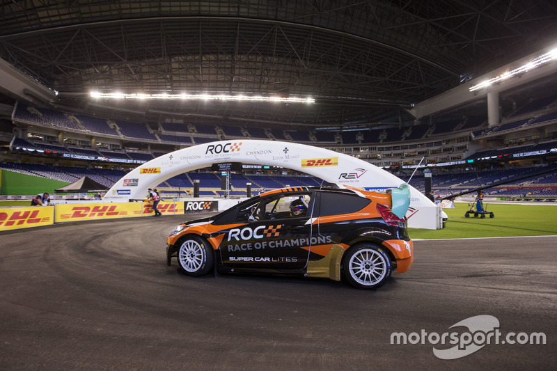 Juan Pablo Montoya, maneja el RX Supercar Lite