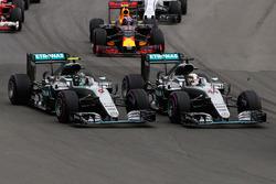 Льюис Хэмилтон и Нико Росберг, Mercedes AMG F1 W07 Hybrid