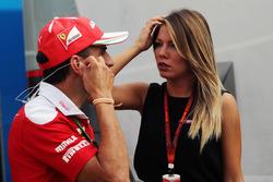 Marc Gené, piloto de pruebas de Ferrari con Federica Masolin Sky F1 Italia Presentadora