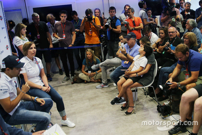 (L to R): Felipe Massa, Williams, announces his retirement from F1 at the end of the season, alongsi