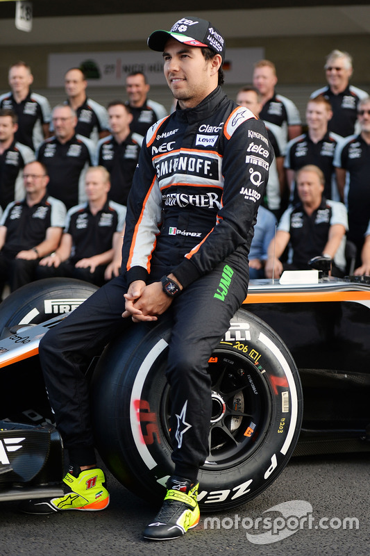 Sergio Perez, Sahara Force India F1 at a team photograph
